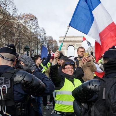 'Chaleco amarillo' pierde mano en decimotercer sábado de manifestación en Francia
