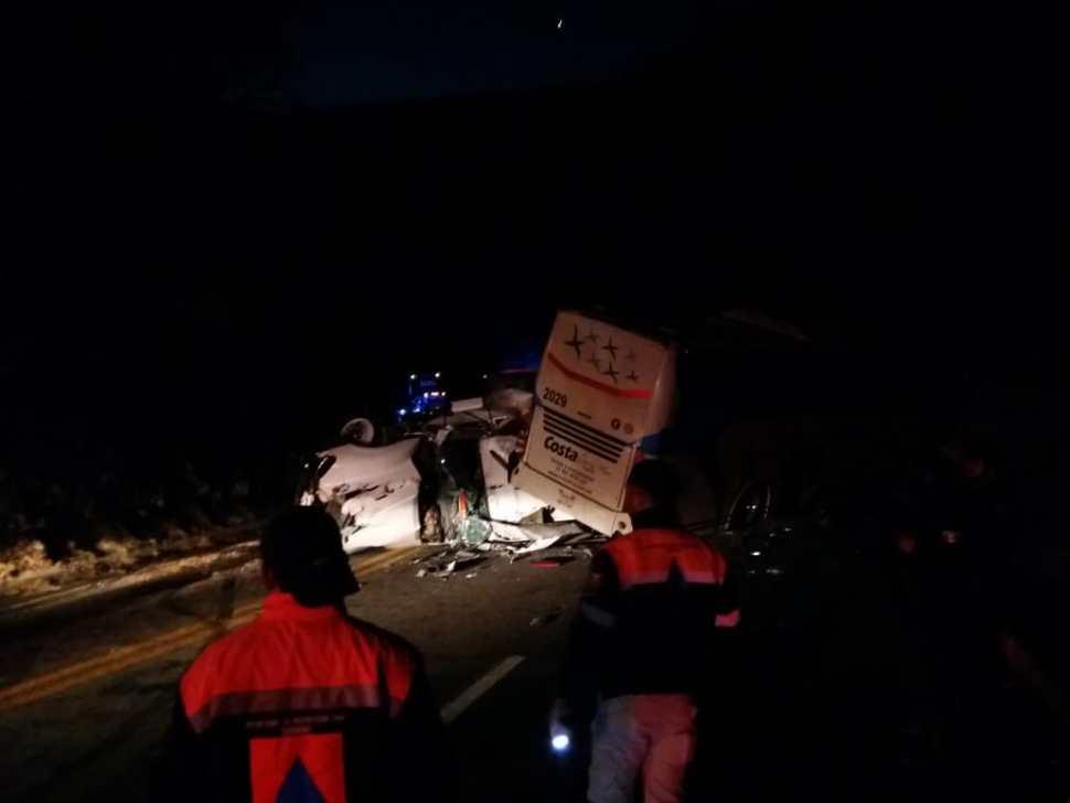 Foto: Choque de autobús y tráiler en carretera Iguala-Cuernavaca deja 10 lesionados 18 febrero 2019