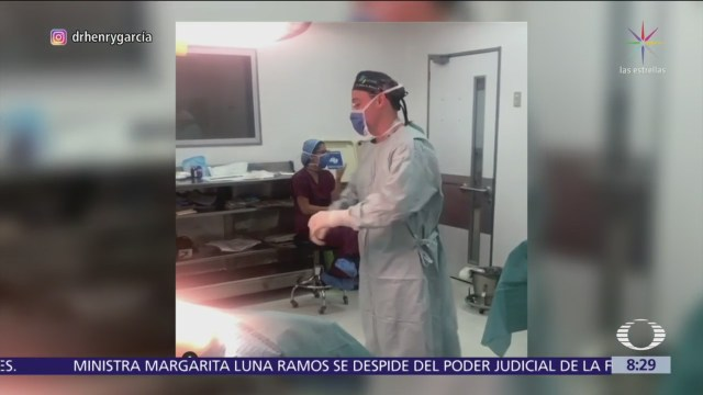 Cirujano baila y canta antes de operar