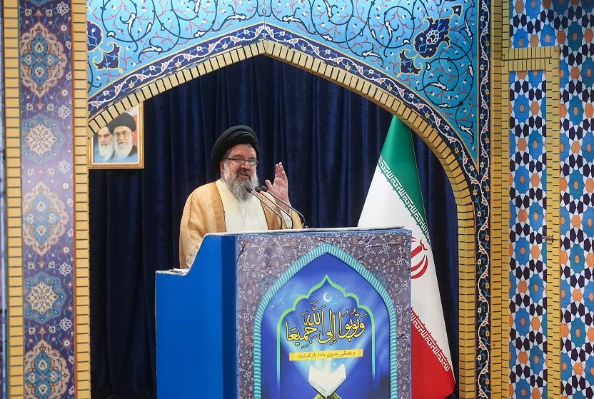 Foto: El clérigo iraní Ayatollah Seyed Ahmad Khatami pronuncia un sermón en Teherán, Irán, febrero 10 de 2019 (Reuters)