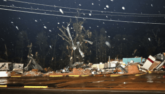 FOTO Tornado azota Columbus, Mississippi; hay un muerto 24 febrero 2019 AP