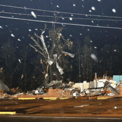 Tornado azota Columbus, Mississippi; hay un muerto