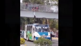 estudiantes y chofer de transporte publico impiden suicidio en guadalajara