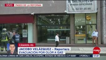 Foto: Evacuan edificio por fuga de gas