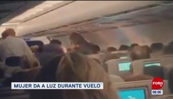 Extra, Extra: Mujer da a luz durante vuelo