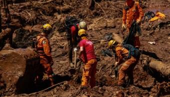 Foto: Rescatistas buscan sobrevivientes tras la ruptura de dique de residuos mineros de la empresa Vale en Brasil el 25 de enero del 2019