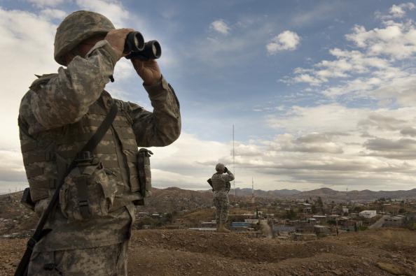 Fotos: Elementos de la Guardia Nacional de EEUU vigilan la frontera con México el 16 de diciembre de 2010