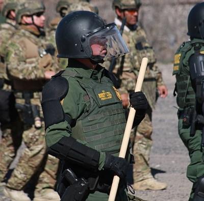 Pentágono desplazará 250 militares a frontera de Texas por caravana migrante