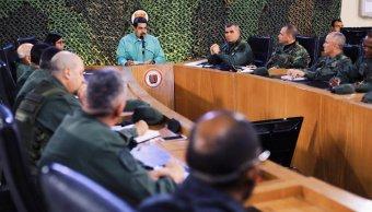 Foto: El presidente de Venezuela, Nicolás Maduro, habla con militares la Fuerza Armada Nacional Bolivariana (FANB) el 15 de febrero de 2019