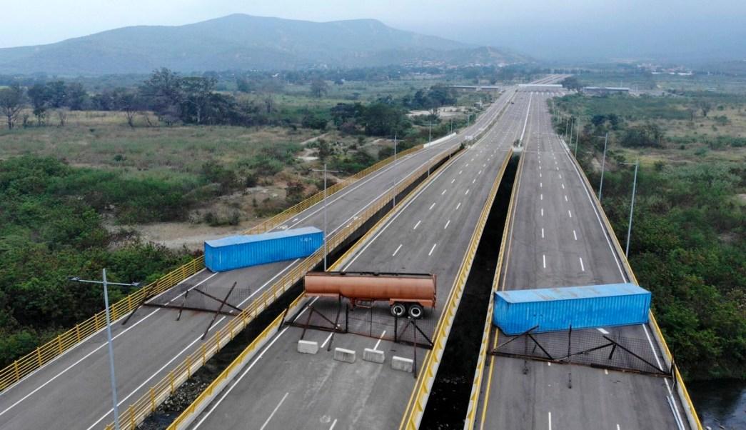 Militares bloquean puente fronterizo entre las localidades de Cúcuta (Colombia) y Ureña (Venezuela) el 5 de febrero de 2019, Twitter, @USAenEspanol