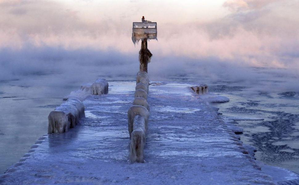 Foto: Una capa de hielo cubre el puerto en el lago Michigan en 39th Street Harbor, 1 febrero 2019