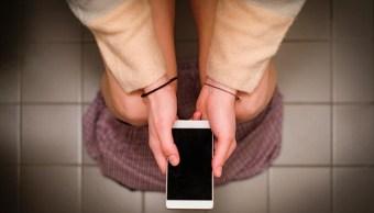 foto Limpia tu celular y evita enfermedades baño