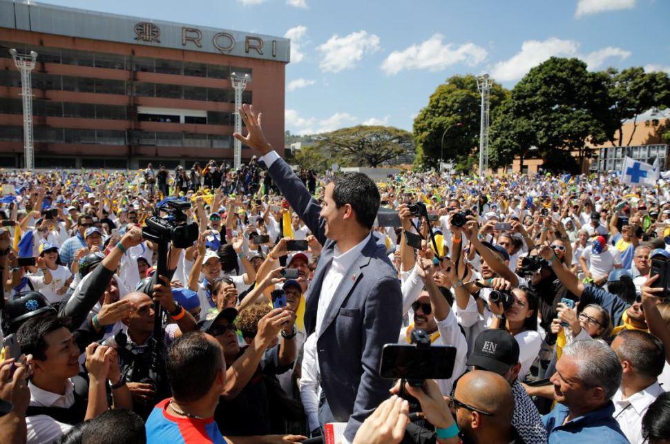 Foto: El jefe del Parlamento de Venezuela, Juan Guaidó, quien se proclamó presidente encargado, no explicó qué decisiones tomará si finalmente la ayuda no entra al país, el 16 de febrero de 2019