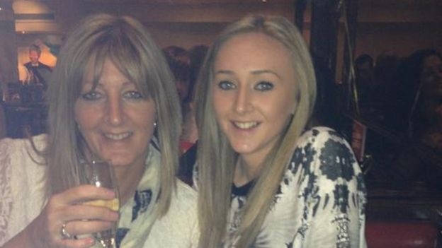 FOTO Hannah Powell bbc y su madre