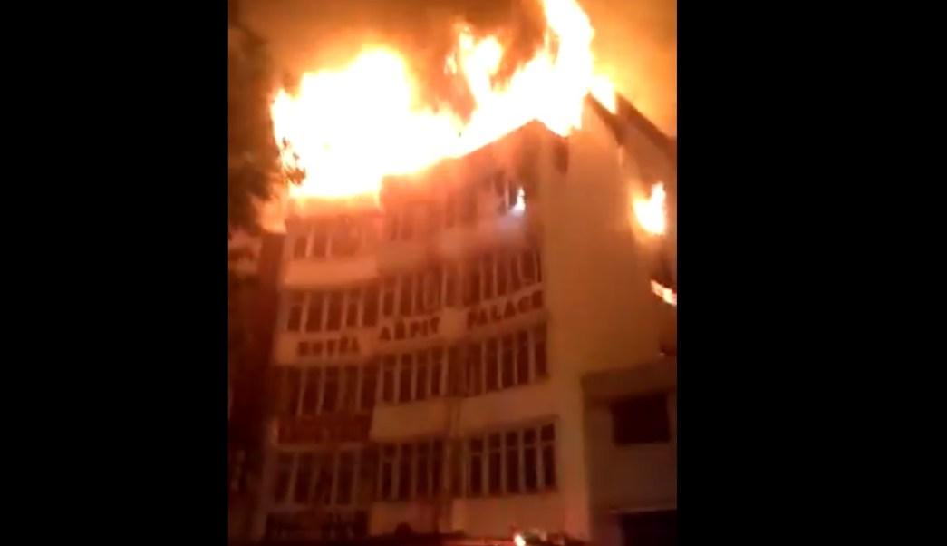 India: Al menos 17 muertos en incendio en un hotel de Nueva Delhi