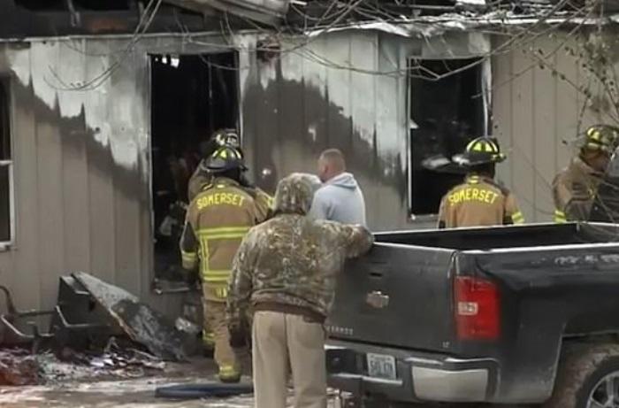 Foto: Bomberos lucharon contra el incendio en Keeney Road durante seis horas, febrero 4 de 2019, Estados Unidos (Foto: dailymail)