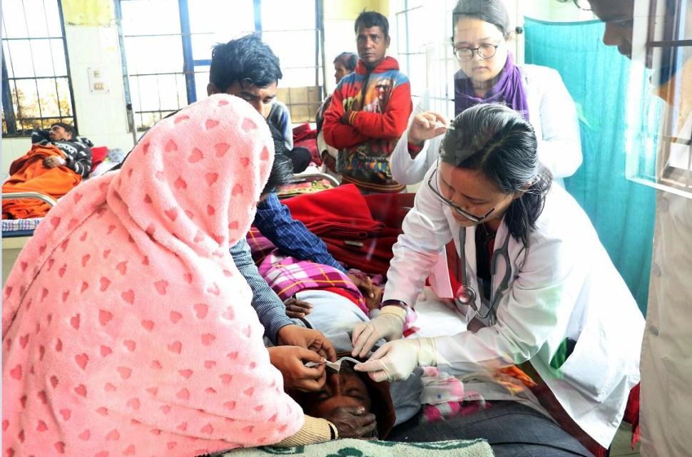 Foto: Consumo de alcohol adulterado en India deja al menos 93 muertos y 150 hospitalizadas, 23 febrero 2019