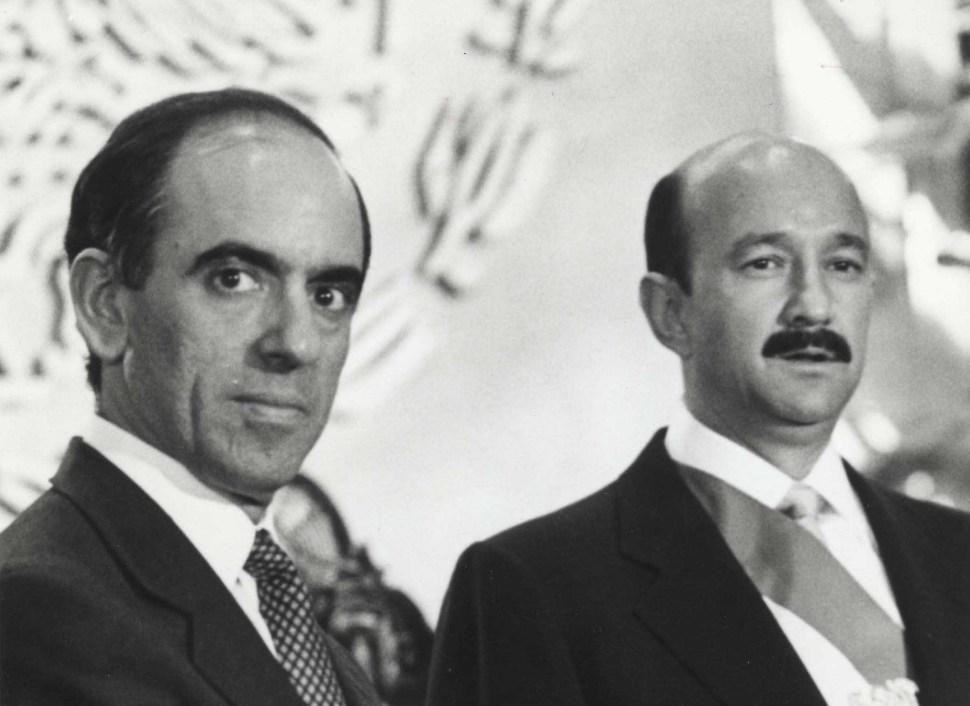 José Córdova Montoya junto a Carlos Salinas de Gortari en 1989 (Proceso)