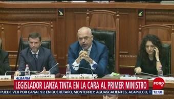 Lanzan tinta a primer ministro de Albania