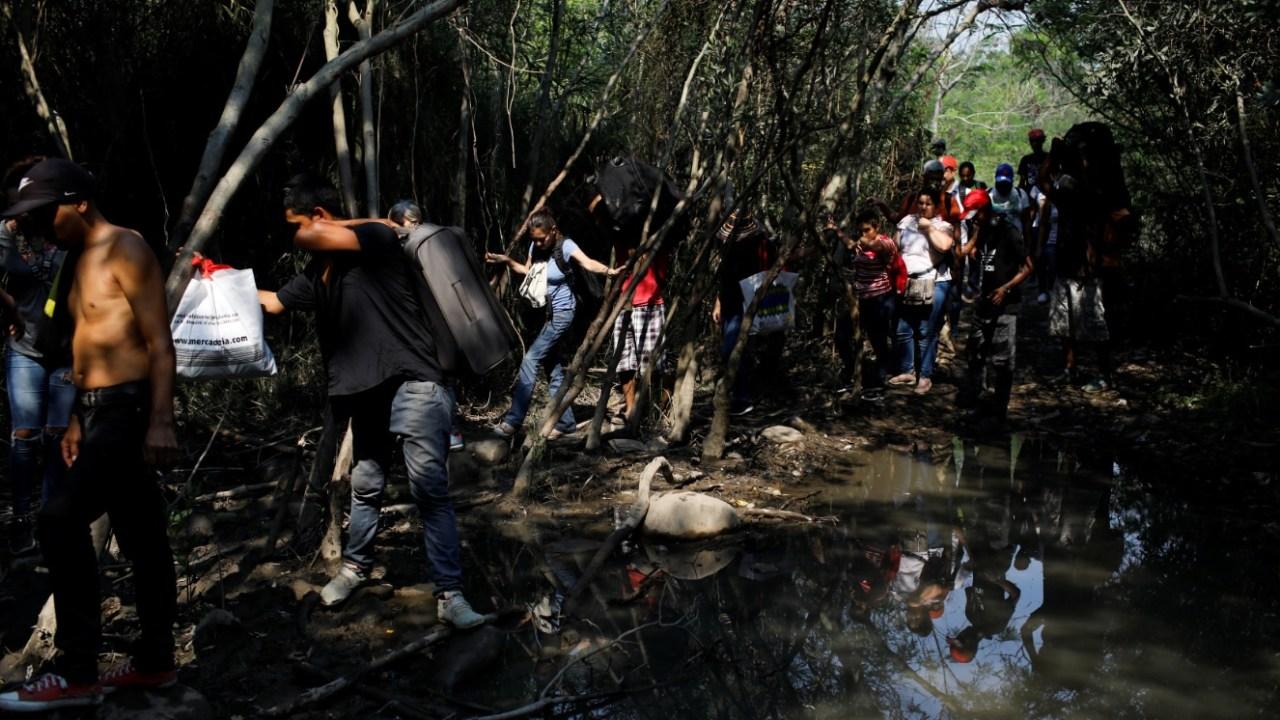 Las trochas, único camino libre para miles de venezolanos, que Guaidó cruzaría para regresar a Venezuela