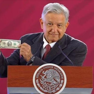 ¿Por qué AMLO siempre carga con un billete de 2 dólares?