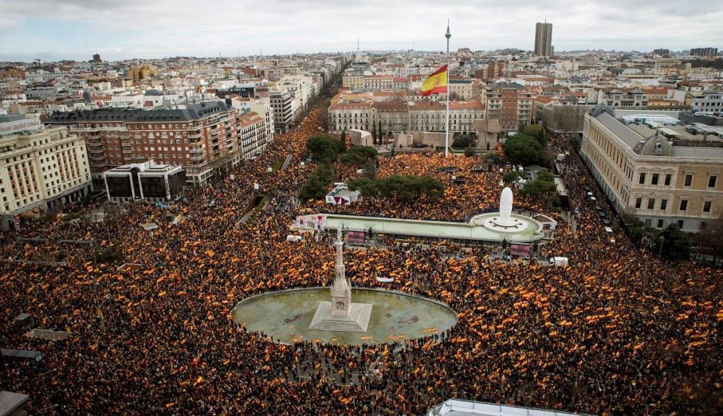 Foto:Concentración convocada por PP, Ciudadanos y VOX este domingo en la plaza de Colón de Madrid, 10 febrero 2019