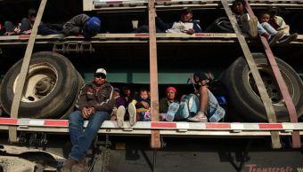 Foto: Algunos migrantes viajan en plataformas de tráileres a su paso por México, el 10 de febrero de 2019