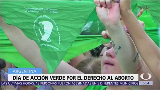 Mujeres con pañuelos verdes piden aborto legal en Argentina