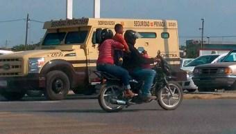 foto niños sandwich motocicleta jalisco