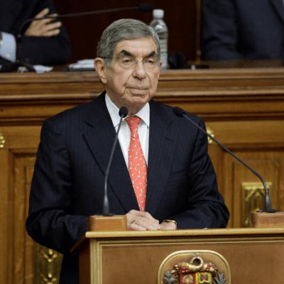Denuncian por violación a Nobel de la Paz Óscar Arias