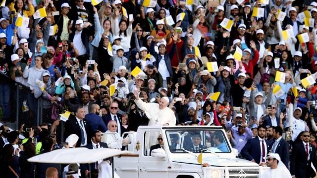 El papa Francisco celebra misa en Emiratos Árabes Unidos