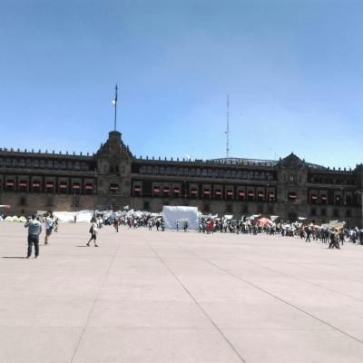 Desplazados de Guerrero instalan plantón en el Zócalo