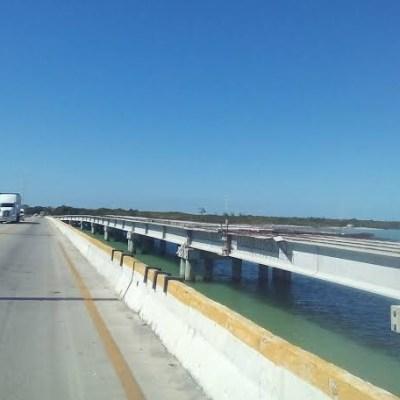 Prohíben tránsito de vehículos de carga en puente dañado en Campeche