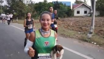 Video Rescata Perrito En Maratón En Tailandia, Perro, Perro Rescatado, Maratón, Tailandia, Khemjira Klongsanun