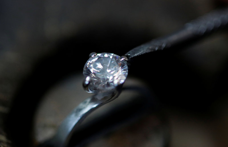 condenan 8 anos turista que trago diamante para robarlo en turquia
