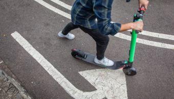 Foto: Vecinos anuncian que retirarán bicicletas y scooters que obstruyan la vía pública, el 10 de febrero de 2019