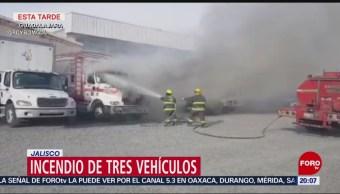 FOTO: Se incendian tres vehículos en Guadalajara, Jalisco, 23 febrero 2019