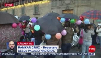 Trabajadoras de estancias infantiles protestan en Zócalo CDMX