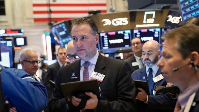 Foto: Los comerciantes trabajan en el piso de la Bolsa de Nueva York (NYSE) en Nueva York, Estados Unidos, febrero 12 de 2019 (Reuters)