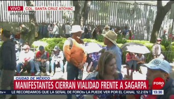 Foto: Trabajadores de la Universidad de Chapingo protestan frente a Sagarpa