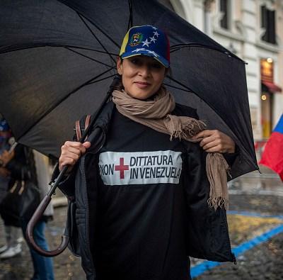 EU desafía a Maduro y envía ayuda humanitaria a Venezuela