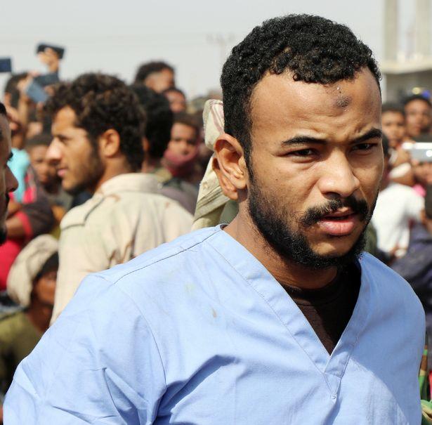 Wadah Refat, de 28 años, unos minutos antes de su ejecución pública (Reuters)