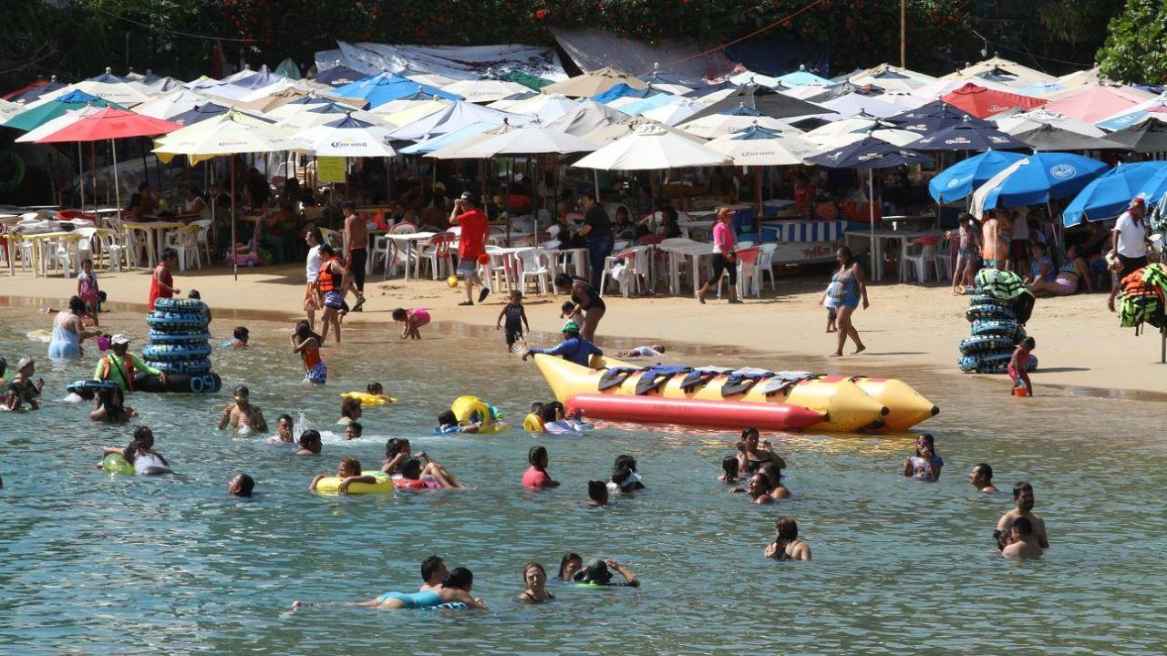 Foto: Turistas llegan a las playas de Acapulco para disfrutar del calor, mar y arena, 9 marzo 2019