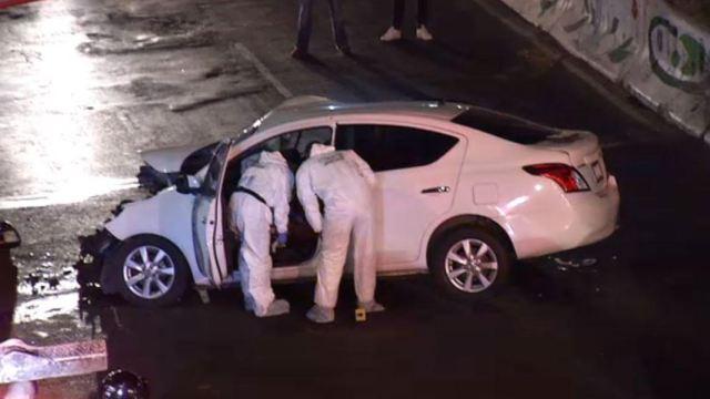 Foto: En el automóvil blanco solo viajaba el conductor y luego de perder el control del vehículo se impactó contra un camión, el 23 de marzo de 2019 (Noticieros Televisa)