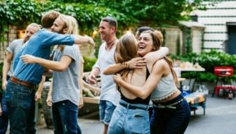 Por qué tener amigos diferentes es bueno para la mente