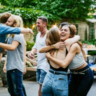 ¿Por qué tener amigos diferentes es bueno para la mente?