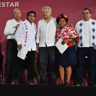 AMLO entrega apoyos sociales en Veracruz, Hidalgo y SLP