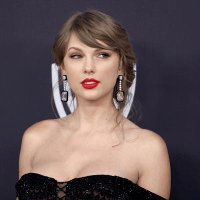 Un joven entra de nuevo al departamento de Taylor Swift
