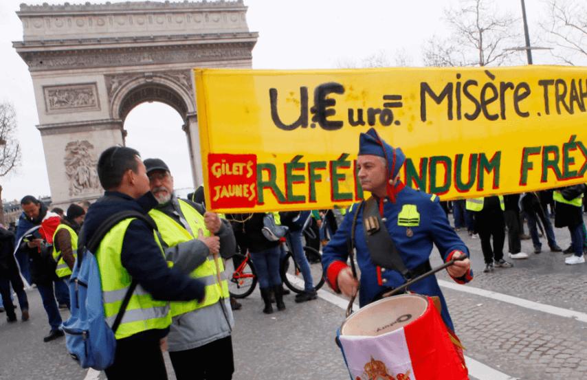 FOTO Chalecos amarillos marchan, encabezados por mujeres, en París AP 9 marzo 2019 paris