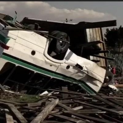 Choque entre camioneta y camión deja tres muertos en Guanajuato